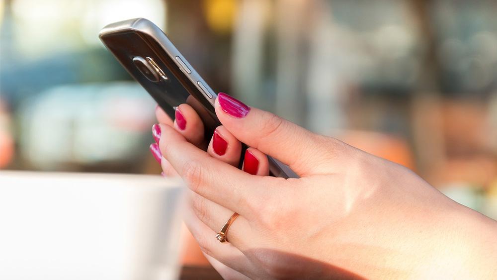 Бесконтрольное взаимодействие со смартфоном может стать причиной развития близорукости