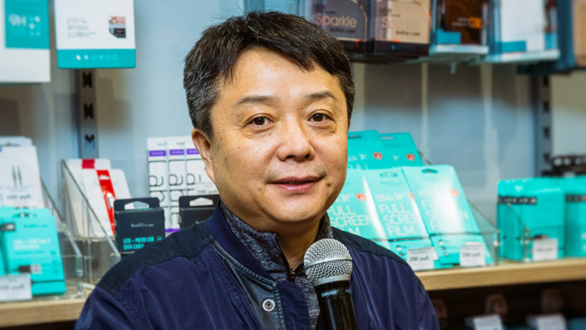 Президент Xiaomi лично поздравил 10-миллионного посетителя магазина Mi Store