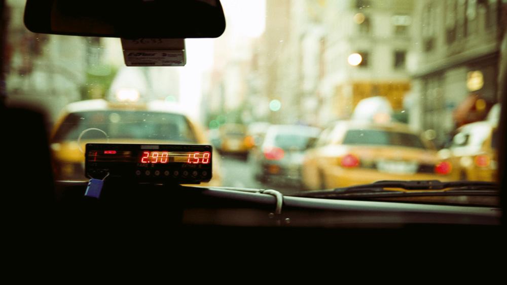 Как заработать водителю такси