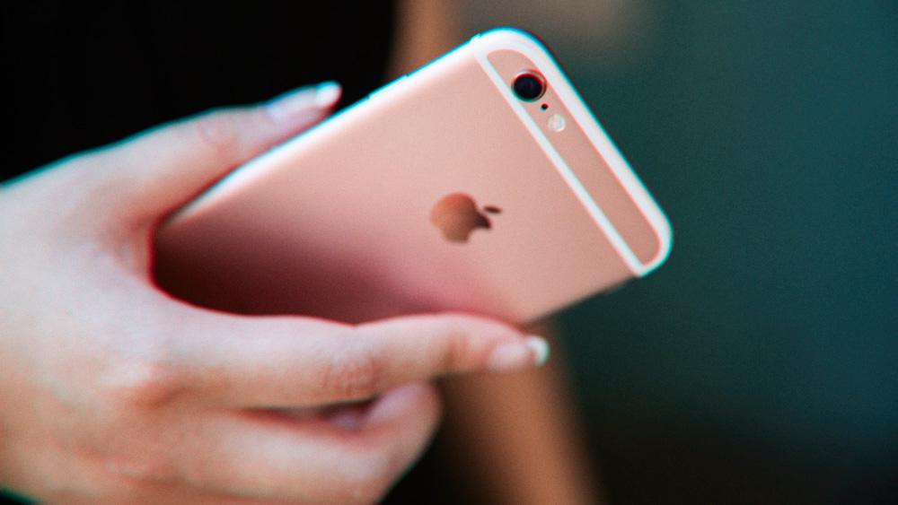 Поставки смартфонов упали на 38%